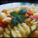 Verduromania: pipe rigate con zucchine e pomodorini.