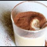 """La cultura del gossip: """"cappuccino"""" di ricotta e yogurt alla fragola."""