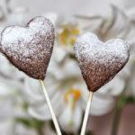 Amici sconosciuti: cake pops di biscotto con ripieno alle fragole e parmigiano.