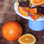 Raffreddori e (velocissimi) spicchi di arancia con cioccolato fondente e sale.