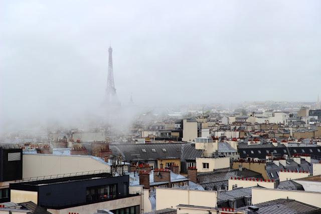La Tour Eiffel dalla terrazza delle Galeries Lafayette Haussman Parigi