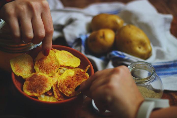 Chips di patate non fritte al microonde