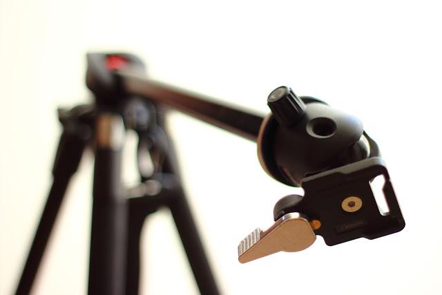 Cavalletto/treppiede Manfrotto con asta centrale inclinabile di 90° per food photography o foto dall'alto