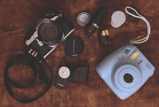10 idee regalo per gli amanti della fotografia digitale e analogica