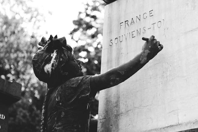 Tomba monumentale nel cimitero di Pére Lachaise a Parigi