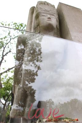 Tomba di Oscar Wilde nel cimitero di Pére Lachaise a Parigi