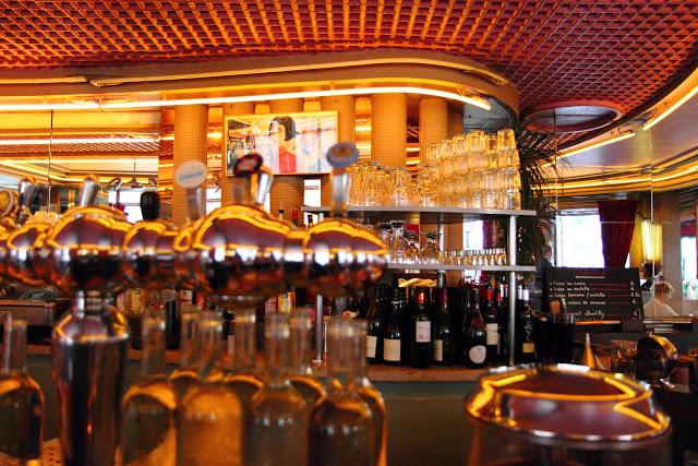 """Interno del Café des Deux Moulins del film """"Il favoloso mondo di Amélie"""" a Montmartre, Parigi"""