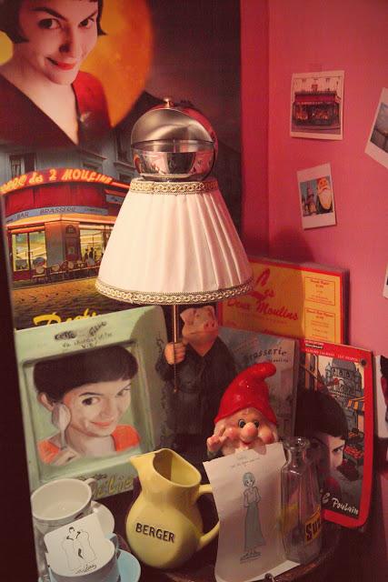 "Oggetti del film ""Il favoloso mondo di Amélie"" custoditi nel Café des Deux Moulins a Montmartre a Parigi"