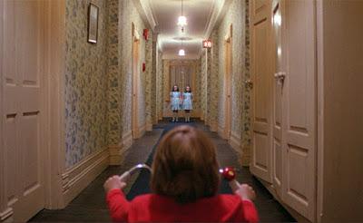 Shining scena del corridoio con triciclo  e gemelle