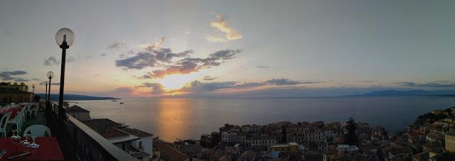 """Veduta panoramica di Pizzo e del mare dal ristorante """"La terrazza di Don Diego"""""""
