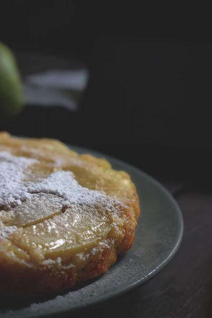 Torta di mele rovesciata velocissima e umida
