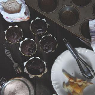 Muffin vegani con pere e cacao www.operazionefrittomisto.it