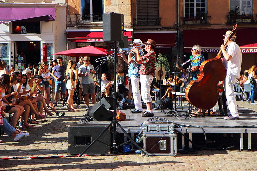Musicisti a Lione www.operazionefrittomisto.it