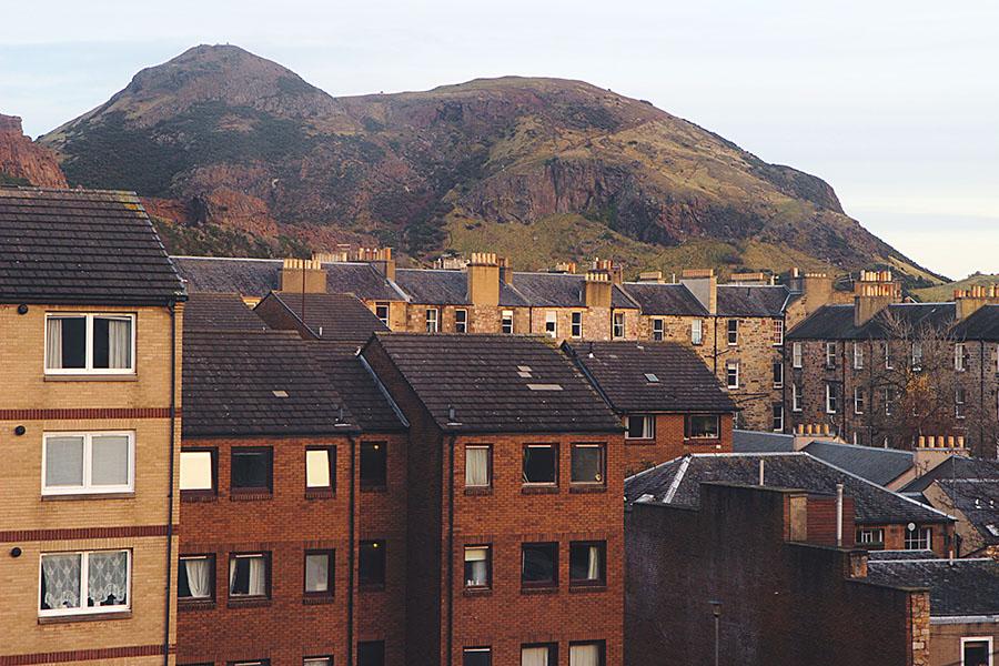 Arthur's Seat e case di Edimburgo